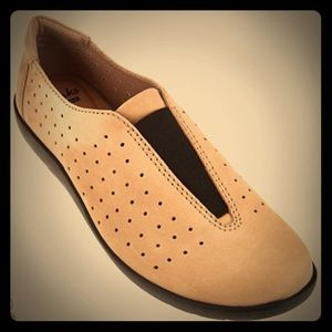 Clarks perforated Nubuck Leather comfort shoes